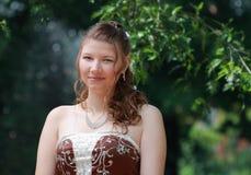 Retrato de la novia en parque del verano Imagen de archivo libre de regalías