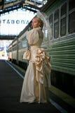 Retrato de la novia hermosa joven con el ne del paraguas Imagen de archivo libre de regalías