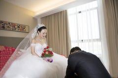 Retrato de la novia y del novio chinos Foto de archivo libre de regalías