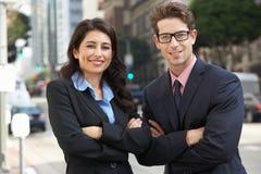 Retrato de la oficina de And Businesswoman Outside del hombre de negocios Fotografía de archivo libre de regalías