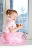 Retrato de la pequeña muchacha adorable. Foto de archivo libre de regalías