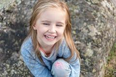 Retrato de la pequeña muchacha feliz Fotografía de archivo libre de regalías