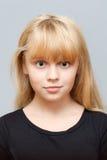 Retrato de la pequeña muchacha ordinaria caucásica Imágenes de archivo libres de regalías