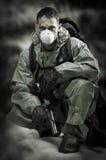 Retrato de la persona en careta antigás. Soldado en guerra Fotos de archivo