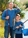 Retrato de la pesca del padre y del hijo con las barras Fotografía de archivo libre de regalías