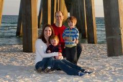 Retrato de la playa de la familia Imagen de archivo libre de regalías