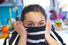 Retrato de la sonrisa atractiva de la muchacha Foto de archivo libre de regalías