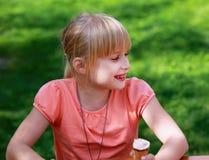 Retrato de la sonrisa de la muchacha imágenes de archivo libres de regalías