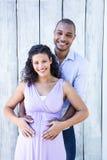 Retrato de la sonrisa embarazada con el vientre conmovedor del marido Fotografía de archivo libre de regalías