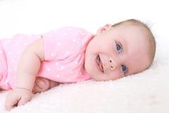 Retrato de la sonrisa feliz 2 meses de bebé Foto de archivo