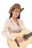 Retrato de la sonrisa femenina hermosa del guitarrista Imagenes de archivo