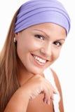 Retrato de la sonrisa femenina joven atractiva Imagenes de archivo
