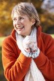 Retrato de la sonrisa mayor de la mujer fotografía de archivo libre de regalías