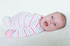 Retrato de la sonrisa 1 mes de bebé Foto de archivo libre de regalías