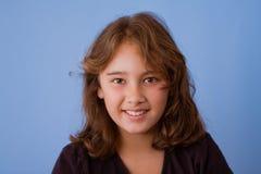 Retrato de la sonrisa, muchacha bonita de 10 años Imagen de archivo