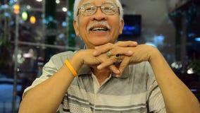 Retrato de la vieja gente asiática, hombre mayor feliz de Asia metrajes