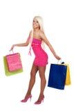 Retrato de las compras que llevan imponentes de la mujer joven Imagen de archivo libre de regalías