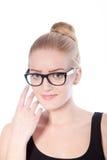 Retrato de las lentes que llevan de la mujer rubia Foto de archivo