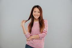 Retrato de ligar asiático joven juguetón de la mujer Foto de archivo libre de regalías