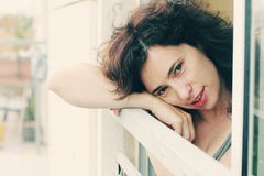 Retrato de los 35 años hermosos de la mujer Imagen de archivo
