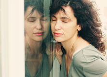 Retrato de los 35 años hermosos de la mujer Foto de archivo