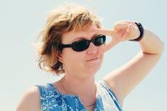 Retrato de los 35 años hermosos de la mujer Imágenes de archivo libres de regalías