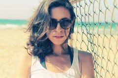 Retrato de los 35 años serios hermosos de la mujer Fotografía de archivo libre de regalías