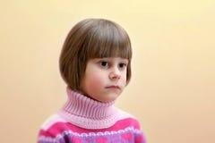 Retrato de los cuatro años tristes de la muchacha Fotos de archivo libres de regalías