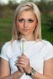 Retrato de los jóvenes del blonde bastante Imagen de archivo libre de regalías