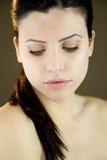 Retrato de los ojos cerrados de la mujer hermosa Fotografía de archivo libre de regalías
