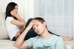 Retrato de los pares infelices que tienen problemas Foto de archivo libre de regalías