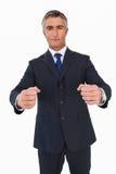 Retrato de los puños de un apretón del hombre de negocios imagen de archivo