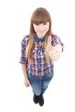 Retrato de los pulgares divertidos del adolescente para arriba aislados en blanco Imagen de archivo libre de regalías