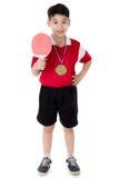 Retrato de los tenis de mesa asiáticos felices del juego del muchacho Imagen de archivo libre de regalías