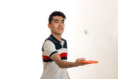 Retrato de los tenis de mesa practicantes del deportista joven en uniforme en estudio Fotos de archivo libres de regalías