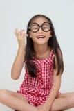 Retrato de los vidrios que llevan del pequeño niño asiático Fotos de archivo
