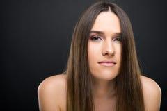 Retrato de Losup da mulher nova bonita imagens de stock royalty free