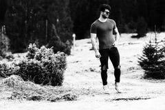 Retrato de Man Standing Outdoors modelo fotografia de stock