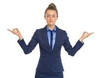 Retrato de meditar tranquilo de la mujer de negocios Imagen de archivo libre de regalías