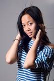 Retrato de menina charming com um cabelo do vôo imagem de stock