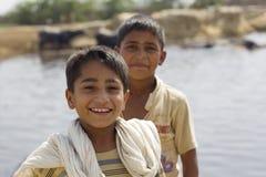 Retrato de 2 meninos paquistaneses foto de stock royalty free