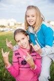 Retrato de muchachas adolescentes sonrientes hermosas Foto de archivo