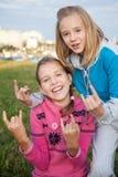 Retrato de muchachas adolescentes sonrientes hermosas Fotos de archivo libres de regalías