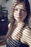 Retrato de mujeres bonitas bajo el sol Imagen de archivo