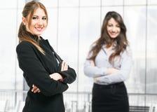 Mulheres de negócios bonitas fotografia de stock royalty free
