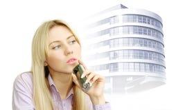 Retrato de mulheres de negócio bonitas com telefone imagens de stock