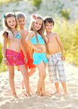 Retrato de niños en la playa Imagen de archivo libre de regalías