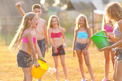 Retrato de niños felices en la naturaleza Imagen de archivo