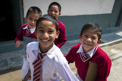 Retrato de niños smalling nepaleses Foto de archivo