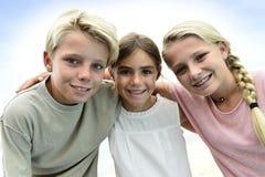 Retrato de niños sonrientes imagen de archivo libre de regalías